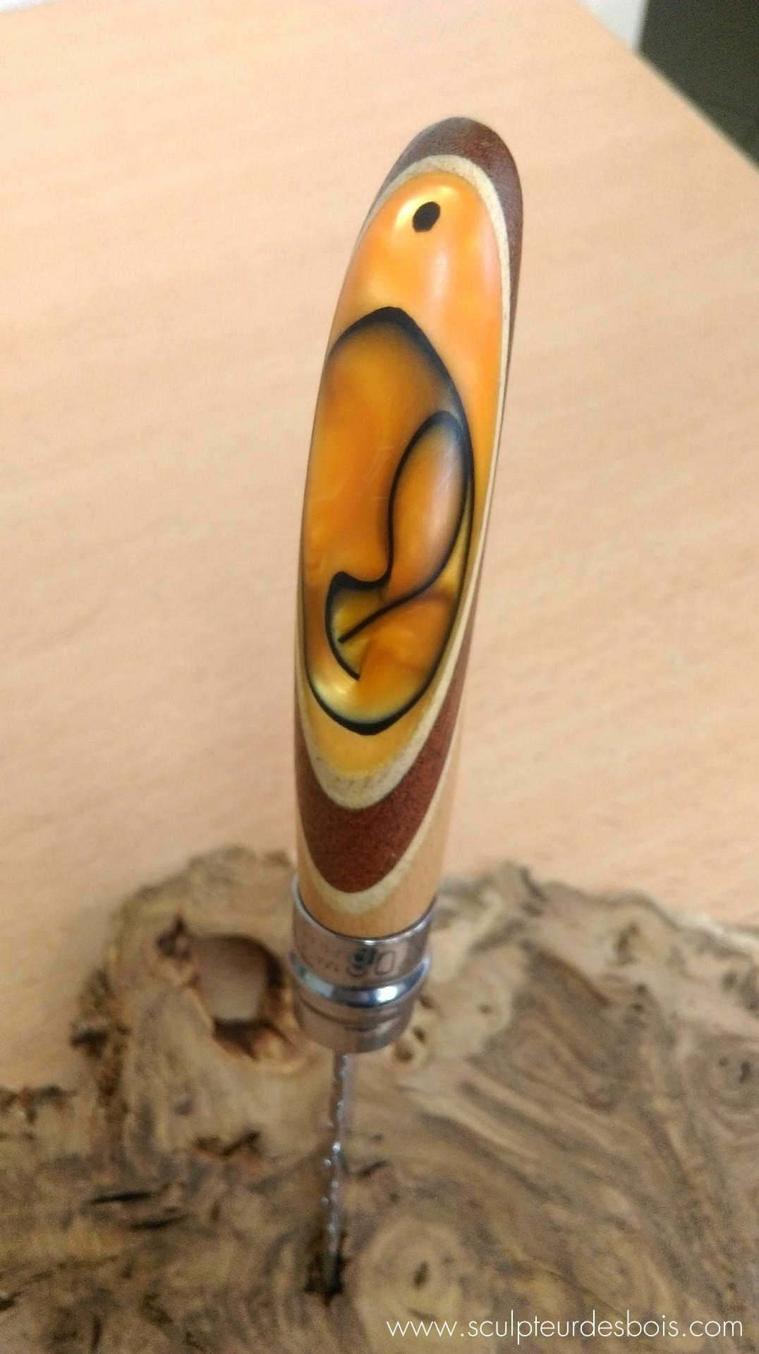 opinel n°8 manche en bois acajou, filets en peuplier et résine acrylique orange avec motifs