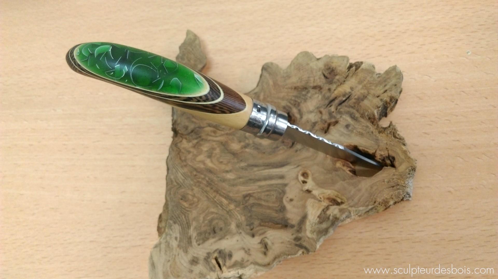 Opinel n°8 bois wengé, filets en charme et inclusion de copeaux d'aluminium