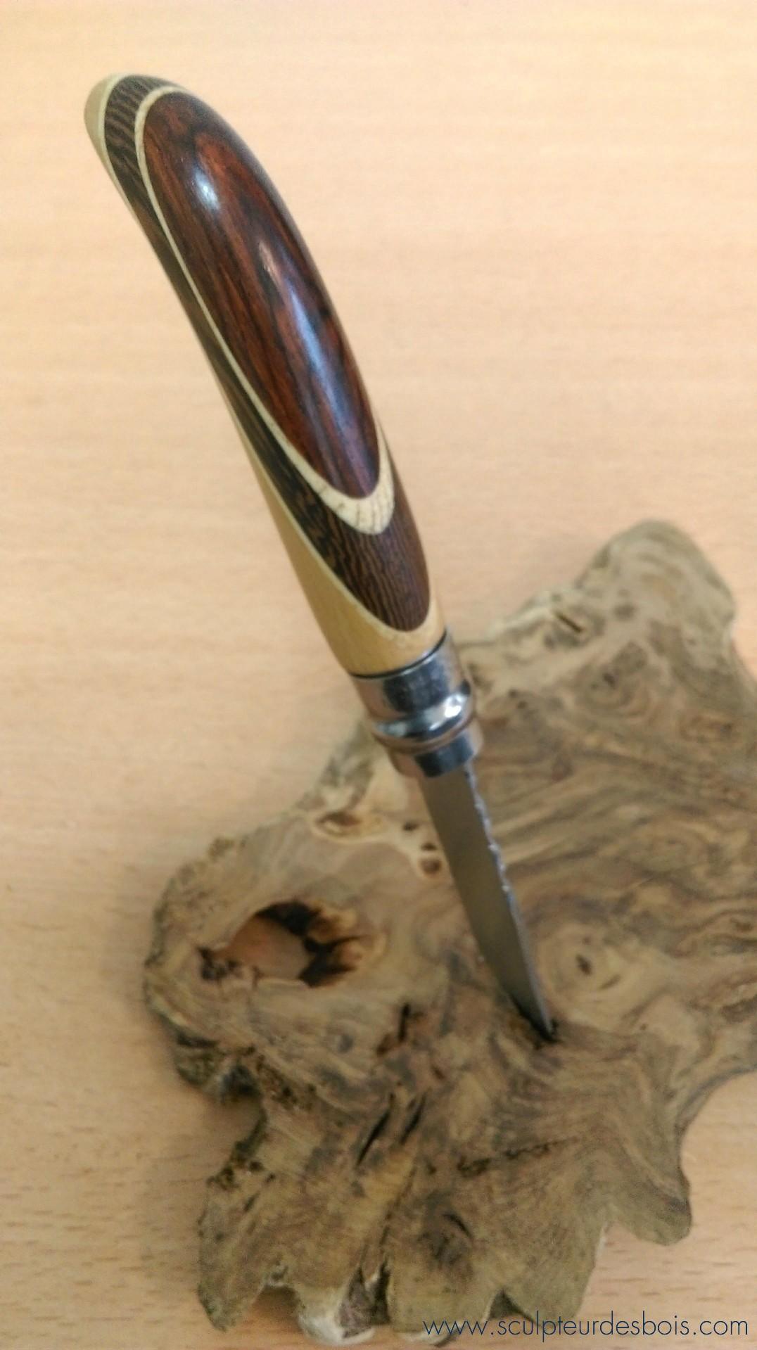 Opinel n°8 manche en wengé, bois de violette et filets en peuplier sur une base en hêtre